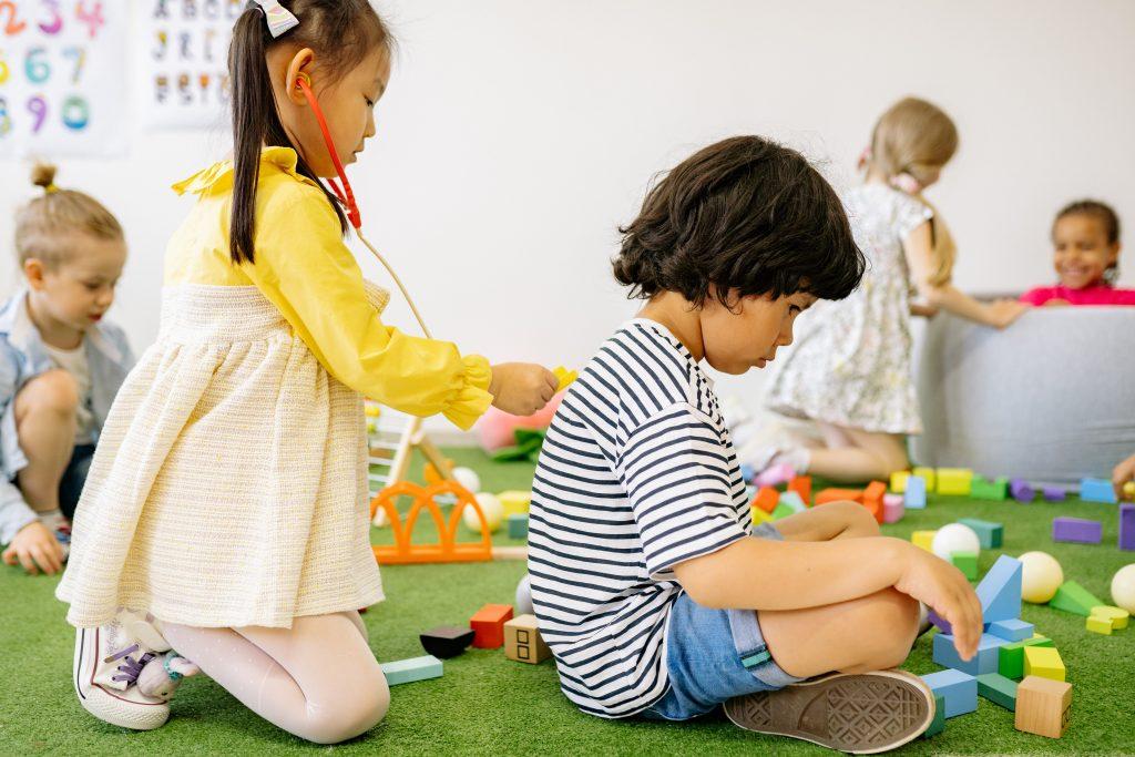 kids-playing-at-kindergarten-centers